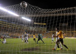 Barcelona goleó 3-0 a Mushuc Runa y está cerca de clasificar a la final