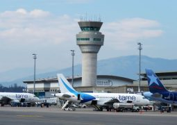 Aeropuerto de Quito recibe vacunas para el Ecuador