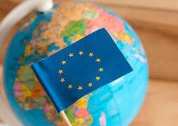 """Unión Europea analiza la creación de un """"pasaporte verde"""" para vacunados contra el Covid-19"""