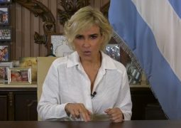 Cynthia Viteri se defiende ante ataques y acusaciones hacia su gestión y vida personal